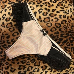 NWT Victoria's Secret Lace Frilly Thong Size Small